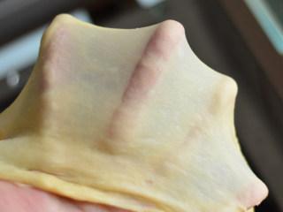 扁桃仁餐包,检查状态,可以慢慢用手撑开薄膜即可