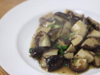 嫩炒香菇,裝盤!