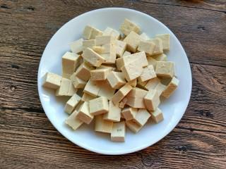 麻婆豆腐,豆腐切小块