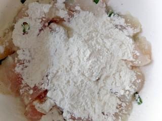 番茄豆腐巴沙鱼~让孩子爱上吃饭,倒入玉米淀粉