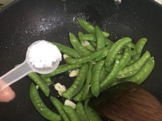 腊肠荷兰豆,加盐