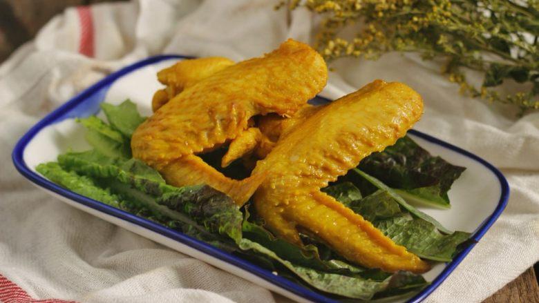 盐焗鸡翅(家常版),冷藏后取出摆盘就可以吃了,还可以切块蘸料蘸来吃,以下是蘸料做法。
