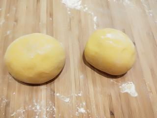黄金南瓜小馒头,揉均匀在做成馒头。