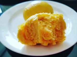 黄金南瓜小馒头,蒸好的馒头宣软可口好吃。