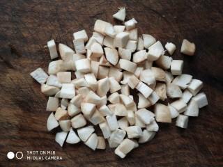 杏鲍菇牛肉粒,杏鲍菇洗净,切成粒