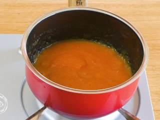 米汤胡萝卜泥6m+宝宝辅食,混合均匀,煮开就可以啦~