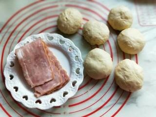 香葱培根芝士面包,准备工作完成。
