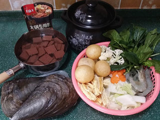 韩式海鲜锅,备好食材