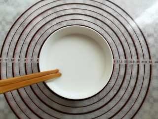 川味凉粉,把豌豆淀粉充分搅拌均匀