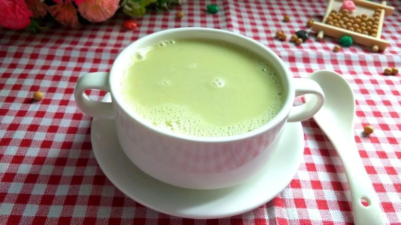 春天的味道  黄瓜豆浆,倒入杯中,拍照,可以美美的享用了。