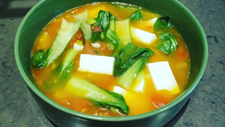 水晶豆腐番茄浓汤宝,倒入盆中即可食用了。