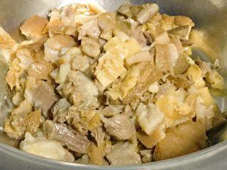 家乡食谱~猪头肉,其他部位也一样切成小块。