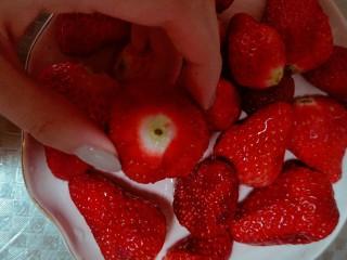 蜜之莓酱,草莓去蒂