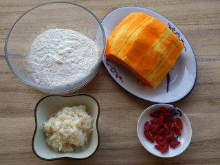 南瓜酒酿圆子,提前将原材料准备好  叨叨叨:南瓜选择水分较少,甜度较高的比较好,冬季很多南瓜水分较多,甜度较低