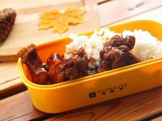 照烧鸡腿饭,然后配上米饭,香香哒