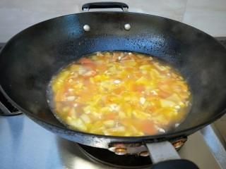 花花番茄虾仁白玉豆腐宝,小火慢慢熬制。