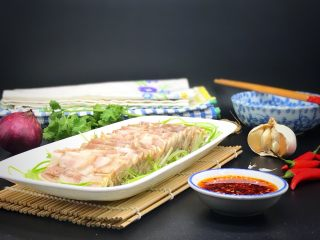 家乡食谱~猪头肉,蘸辣椒蒜蓉酱,美美哒下饭下酒的好菜,棒棒哒!