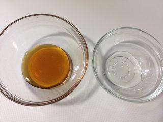 脆烤蜂蜜吐司条,蜂蜜里加入纯净水