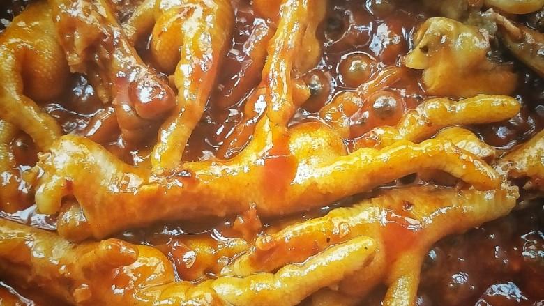 入口即化的韩式辣鸡爪,汁差不多时,转大火🔥收汁。
