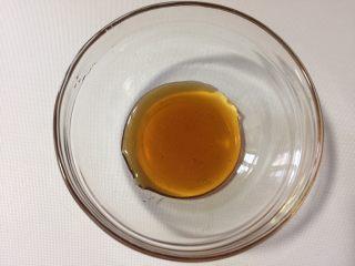 脆烤蜂蜜吐司条,称量好蜂蜜