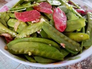 腊肠荷兰豆,是不是很简单呢,咬一口脆脆的。