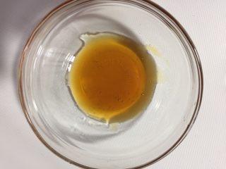 冰镇桂花山药,准备适量的蜂蜜,这是秦岭的土蜂蜜,味道好极了