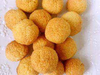 超好吃的椰蓉球,放凉以后开始享用啦