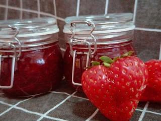 蜜之莓酱,最好放入冰箱密封3天在食用