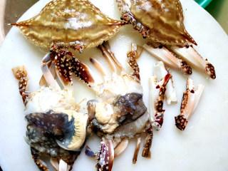~粉丝蟹煲,切块。
