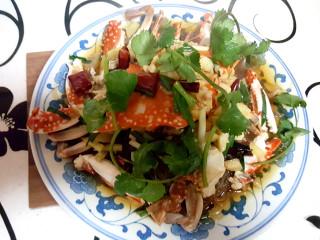~粉丝蟹煲,最后,放上香菜,出锅。