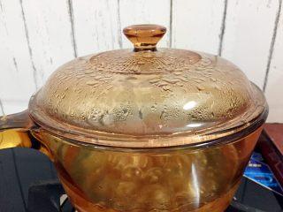 桃胶炖奶,转小火炖煮40分钟