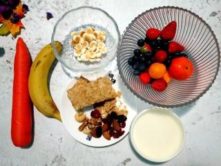 风靡欧洲的健康网红~橙色Smoothie Bowl,准备各种食材,水果洗净淋水。