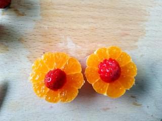 风靡欧洲的健康网红~橙色Smoothie Bowl,放入小橘子中间,做成花朵🌸形状。