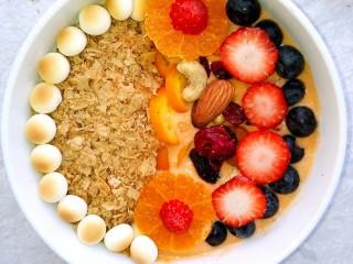 风靡欧洲的健康网红~橙色Smoothie Bowl,一碗橙色思慕雪碗做好了。
