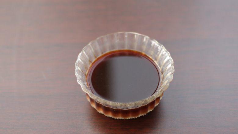 烧茄子,将配料表中,所有调汁用的食材全部放碗里,拌匀备用