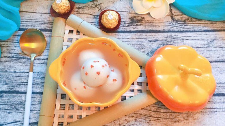 巧克力汤圆,将汤圆盛出即可食用,甜甜蜜蜜的巧克力汤圆,味道棒棒哒!