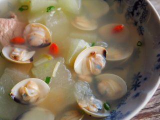 白贝冬瓜汤,汤汁鲜美可口。