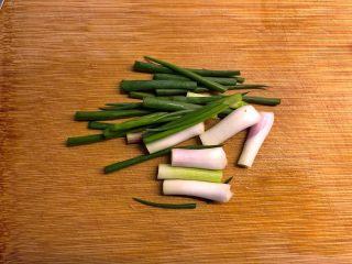 白贝冬瓜汤,葱切段。