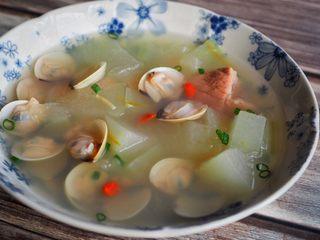 白贝冬瓜汤,撒葱花装点。