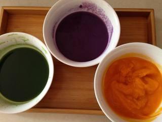 太阳花枣馍, 同理,紫薯去皮蒸熟搅打过滤、南瓜也去皮蒸熟搅打过滤,这样就可以得到3种颜色的汁液了