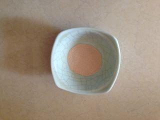 太阳花枣馍,酵母入碗用少许温水调和均匀