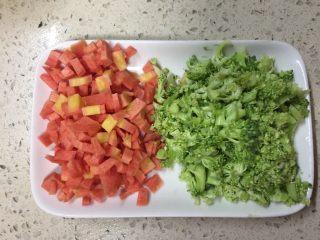 #春食春天的颜色#凤梨虾仁五彩饭,红萝卜取半只切丁西兰花切丁