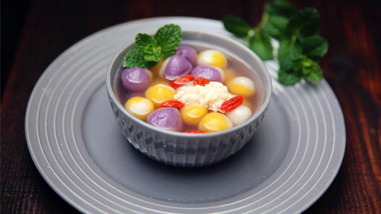 五彩汤圆,也可以加白糖。