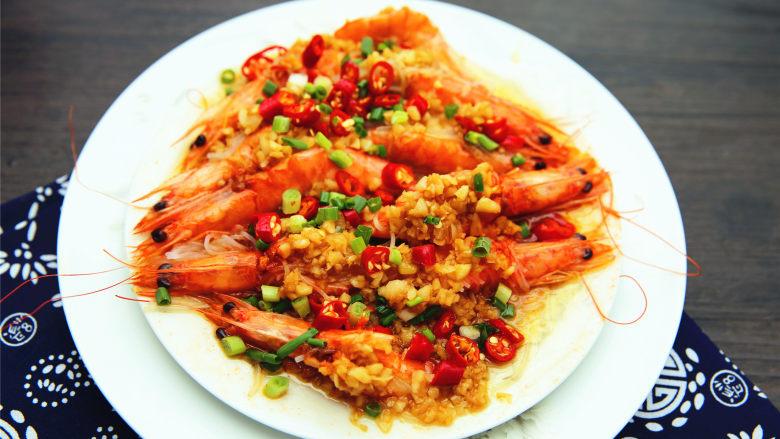 粉丝蒜蓉蒸大虾,家中来客,必不可少的撑门面的大菜,简单大气,无与伦比。