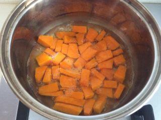 南瓜吐司,120克南瓜和水煮开2-3分钟
