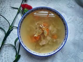滋阴养颜的瘦肉蛏干汤,成品图。 超级美味可口的蛏干汤就做好了,真的非常非常鲜美,肉的鲜嫩,汤的鲜美,真的太好喝了。