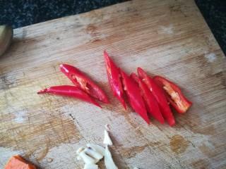 #春天的颜色#最补钙的食物,虾米炒芥菜,红辣椒切丝,斜刀切哦