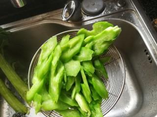 #春天的颜色#最补钙的食物,虾米炒芥菜,捞起沥干