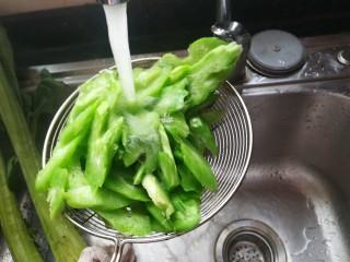 #春天的颜色#最补钙的食物,虾米炒芥菜,水里冲一下,保持绿色