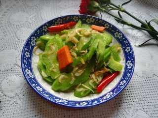 #春天的颜色#最补钙的食物,虾米炒芥菜,成品图。 一定要趁热吃哦,不然过不了多久,就变成黄黄的,一点儿都不好看啦。